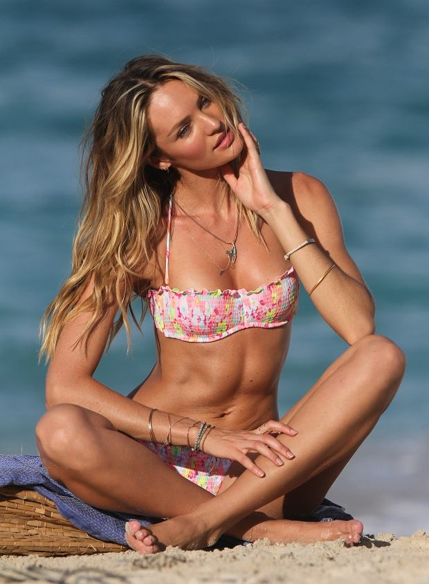 159780 Zen/Starface 2013-01-29   Saint Barthelemy France   Candice Swanepoel lors d'une s?ance photo pour Victoria Secret. // Candice Swanepoel shows off her bikini body while on a photo shoot for Victoria's Secret.