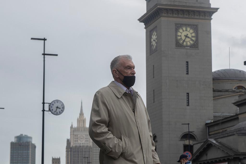 Mieszkańcy Moskwy zmagają się z falą COVID-19