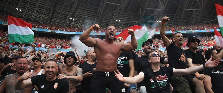 """Świat zachwyca się węgierskimi kibicami. Ale prawda o """"Brygadzie Karpackiej"""" jest brutalna"""
