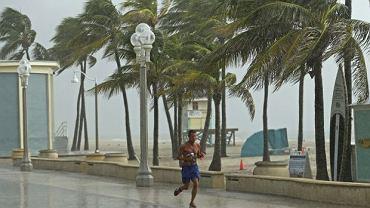 Hollywood Beach. Huragan Dorian zbliżający, który w nocy z poniedziałku na wtorek ma uderzyć w amerykańskie wybrzeże, ma najwyższą - piątą kategorię w skali Saffira-Simpsona