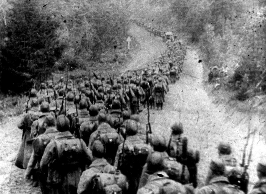 Wojska sowieckie wkraczające do Polski