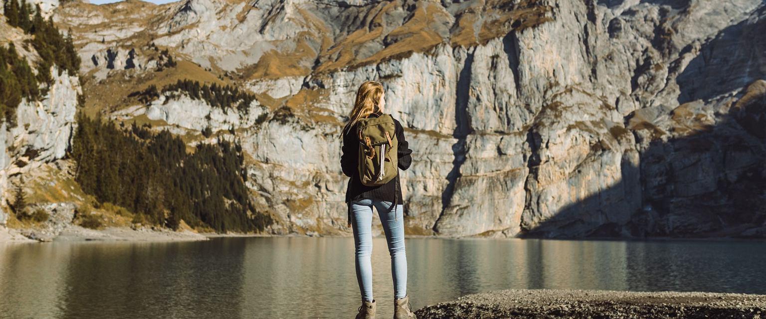Oeschinen - jezioro oligotroficzne w południowej Szwajcarii, w Alpach Berneńskich, w kantonie Berno (fot. Ivo Scholz)