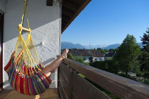 Czy można opalać się na balkonie? W niektórych przypadkach możemy zostać ukarani