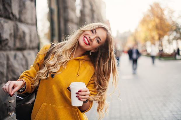 Stone blond to nowa odmiana platynowego blondu. Ten kolor włosów jest bardzo kobiecy i łatwiejszy w utrzymaniu!