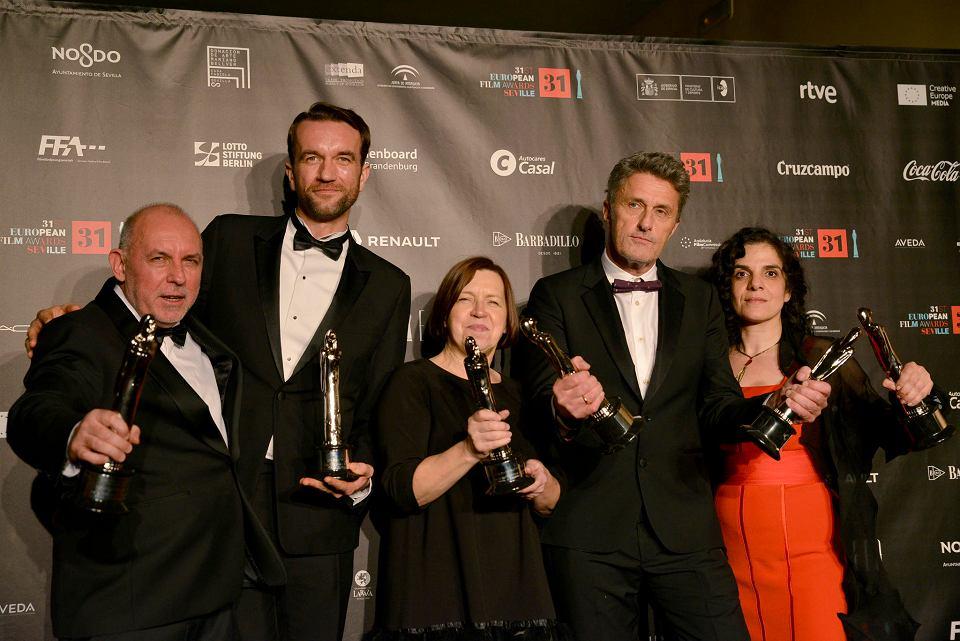 Reżyser Paweł Pawlikowski i jego ekipa z Europejskimi Nagrodami Filmowymi. Sewilla, 15 grudnia 2018