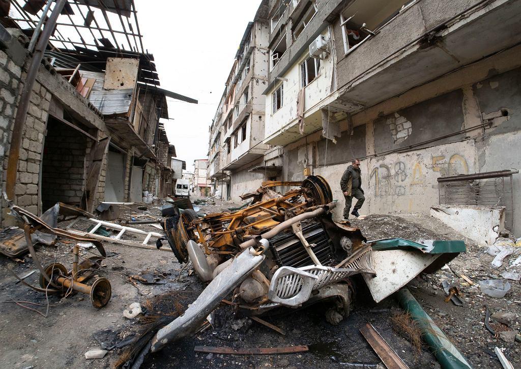 Zniszczenia wywołane przez ostrzał artylerii azerbejdżańskiej podczas konfliktu zbrojnego w Stepanakercie, samozwańczej Republice Górskiego Karabachu.