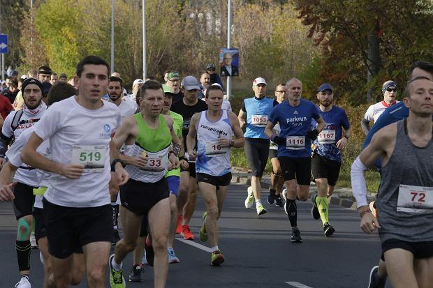 Zdjęcie numer 35 w galerii - Ponad 1200 biegaczy na starcie 37. Toruń Maraton, wygrał Łukasz Oskierko [ZDJĘCIA]