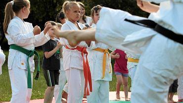 """""""Czwartki z karate"""" 2013. Zajęcia przy ul. Bursztynowej"""