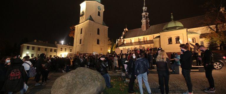 Bp Piotrowski do protestujących w Kielcach: Wara od mojej katedry