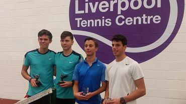 Konrad Fryze - tenisista RKT Return Radom (drugi z prawej)