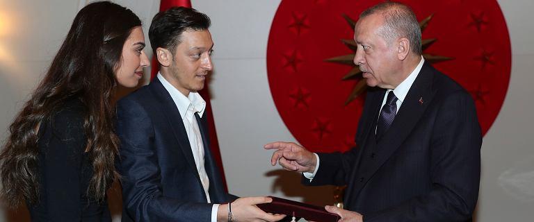 Mesut Ozil znów wywołał kontrowersje.
