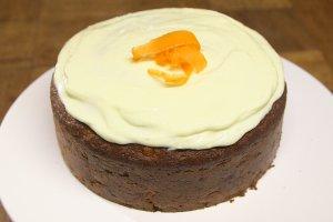 Jak zrobić ciasto marchewkowe? Poznaj przepisy na doskonały deser!