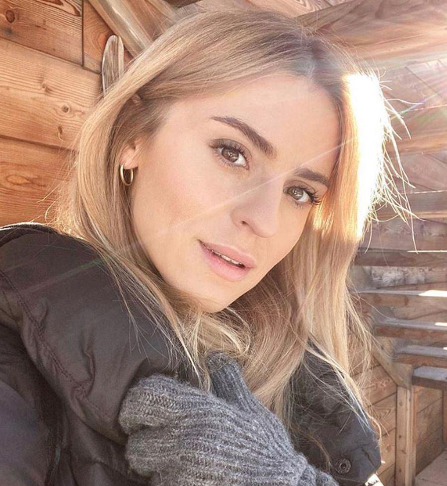 Kasia Tusk pokazała, jak zrobić piękne i naturalne fale na włosach. Używa do tego jednej rzeczy