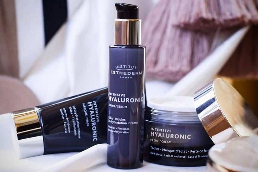 Kwas hialuronowy w kosmetykach dla dojrzałych
