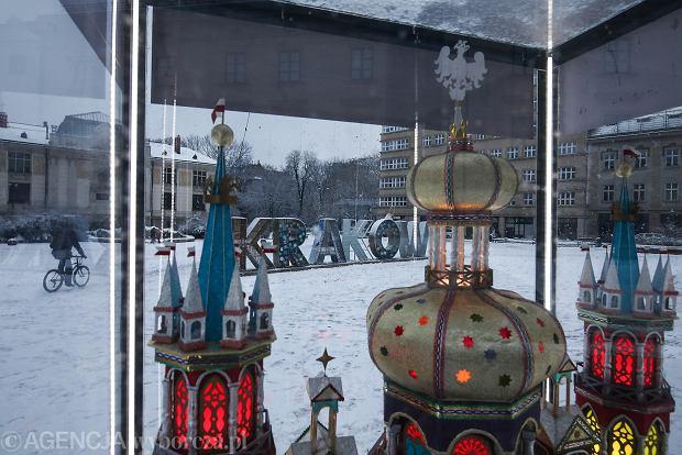 Zdjęcie numer 13 w galerii - Zima w Krakowie - śnieg przykrył ulice, domy, parki [GALERIA]