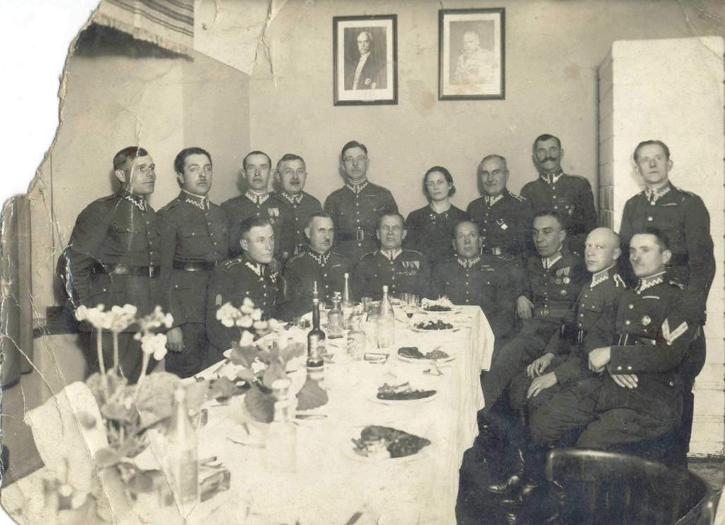 Kadra Wojskowego Więzienia Śledczego w Lublinie, Władysław Porowski stoi czwarty od lewej.
