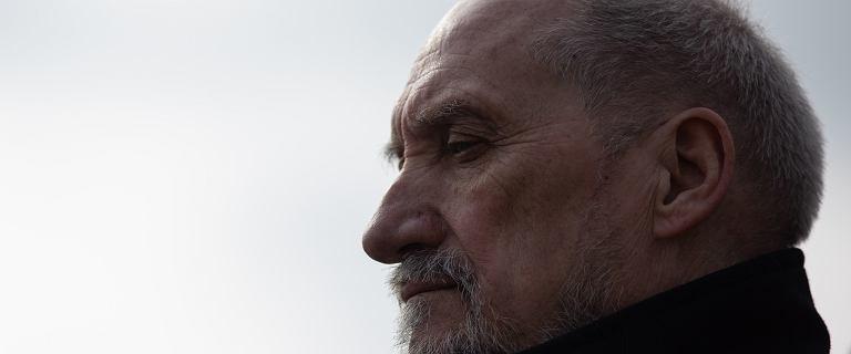 Antoni Macierewicz zabiera członków Podkomisji Smoleńskiej i leci do USA