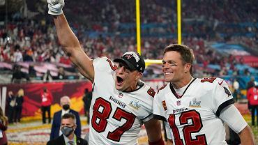 Tom Brady (z prawej) i Rob Gronkowski