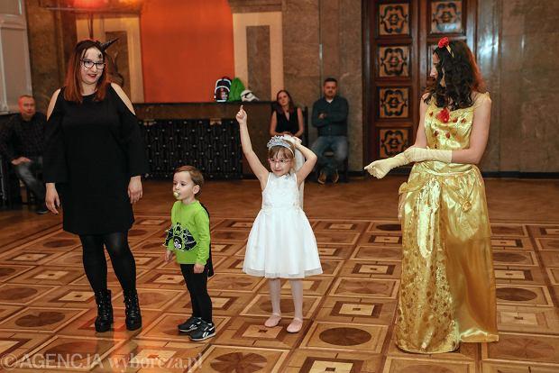 Zdjęcie numer 40 w galerii - Na dworze Królewny Śnieżki, czyli bal karnawałowy najmłodszych [ZDJĘCIA]