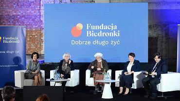 Fundacja Biedronki rozda bony dla seniorów. Firma przekaże łącznie 50 mln złotych na walkę z biedą