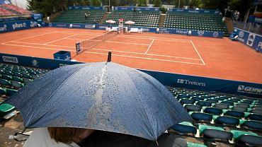 Poznań Open. Gra tylko na trzech kortach. To wymóg bukmacherów. Na zdjęciu turniej w 2015 r. przerwany przez deszcz