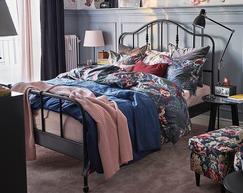 Modne narzuty na łóżko w sypialni