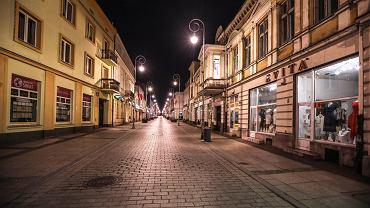 Ulica Sienkiewicza w Kielcach nocą