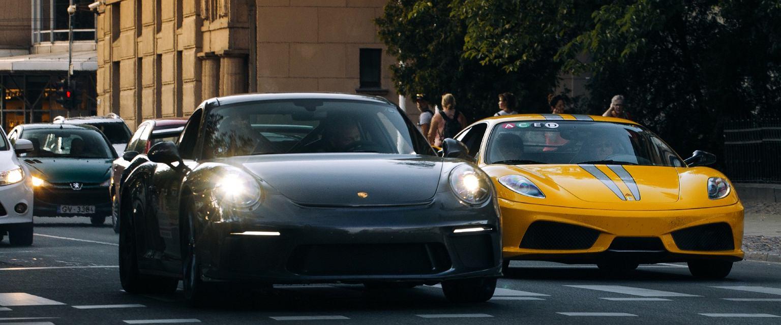 'Od niektórych na dzień dobry słyszę: moje auto ma 500 koni mechanicznych i nim się nie da jeździć powoli' (Shutterstock.com)
