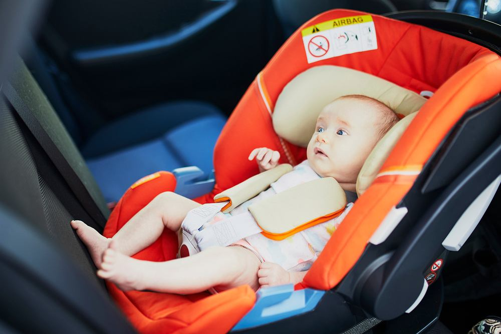 Dlaczego podróż dziecka tyłem do kierunku jazdy jest bezpieczniejsza