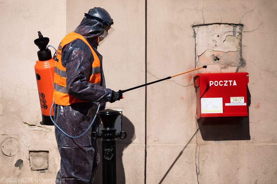 Pandemia koronawirusa. Odkażanie infrastruktury. Lublin, 18 kwietnia 2020