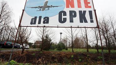 Komedia w gminie Baranów. Centralny Port Komunikacyjny wyświetla filmy, rozdaje popcorn, lody i watę cukrową