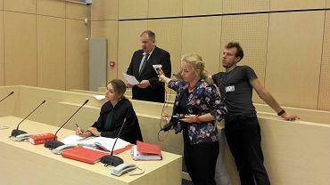 Wrzesień 2016 r. Były komornik Michał R. składa wyjaśnienia przed poznańskim sądem