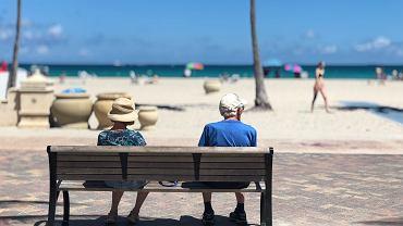 Niektórzy emeryci mieszkający za granicą dostali wezwanie do zapłaty od fiskusa