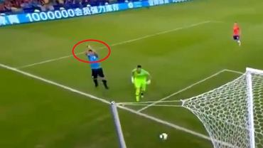 Kuriozalne zachowanie Luisa Suareza podczas meczu reprezentacji Urugwaju z Chile