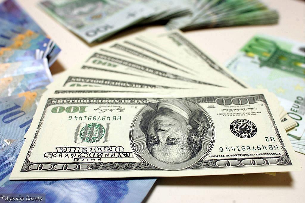 Kursy walut 29.04. Frank w górę, dolar w dół [Kurs dolara, funta, euro, franka]