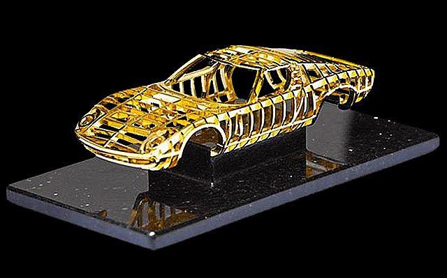 Model Lamborghini Miury z 24-karatowego złota