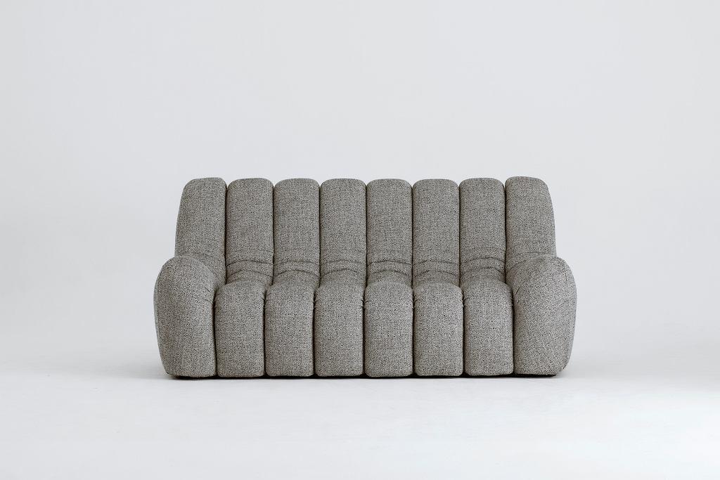 Sofa z kolekcji Wadi, którą zaprojektował Tomek Rygalik.