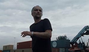 """""""A miało być jak we śnie"""" to trzeci singiel z albumu Artura Rojka zatytułowanego """"Kundel"""", który miał swoją premierę w marcu 2020 roku."""