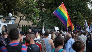 Środowy protest przed Nuncjaturą Apostolską w Warszawie. Uczestnicy domagali się dymisji arcybiskupa Jędraszewskiego