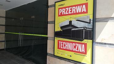 Wejście do Teatru Kochanowskiego w Opolu