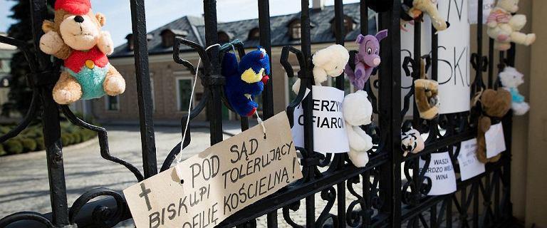 Prezydent Andrzej Duda odebrał order księdzu skazanemu za pedofilię
