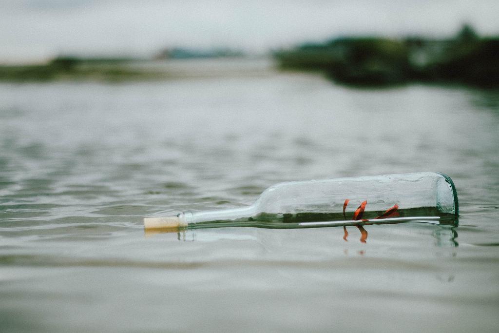 List w butelce (pexels/zdjęcie ilustracyjne)