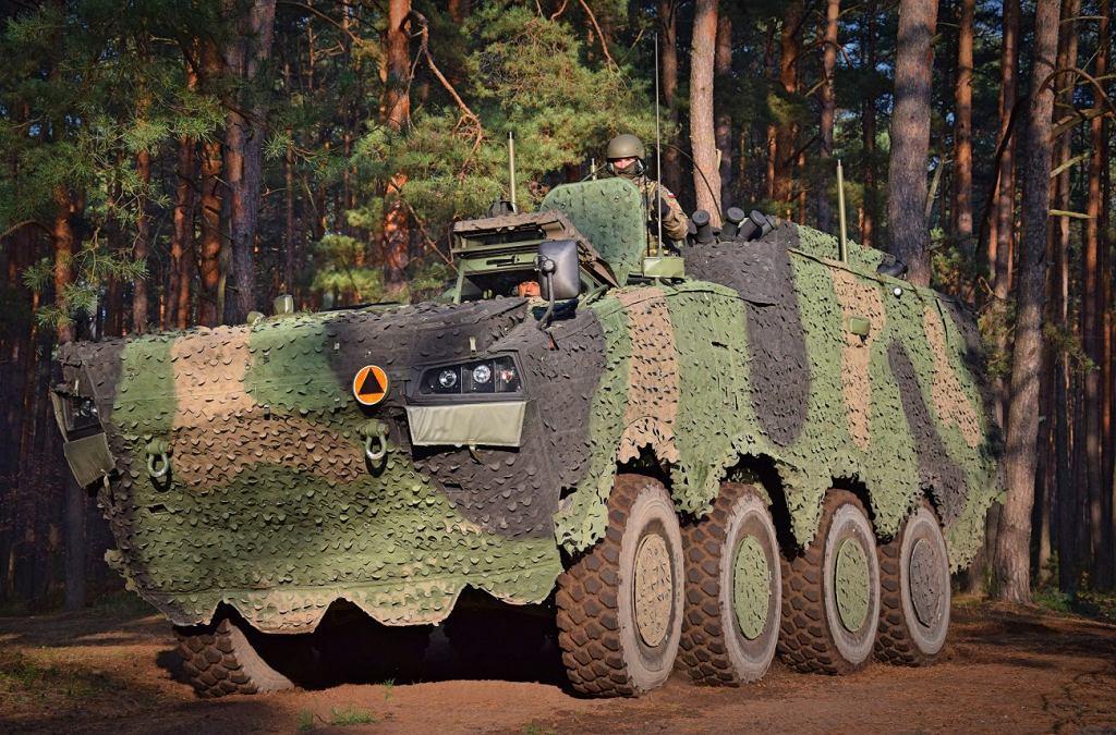 Rosomak w wersji Wozu Dowodzenia, czyli mobilne stanowisko dla dowódców wyższego szczebla pełne systemów łączności i dowodzenia. Jeden z najnowszych polskich pojazdów, w których użyto systemu Fonet