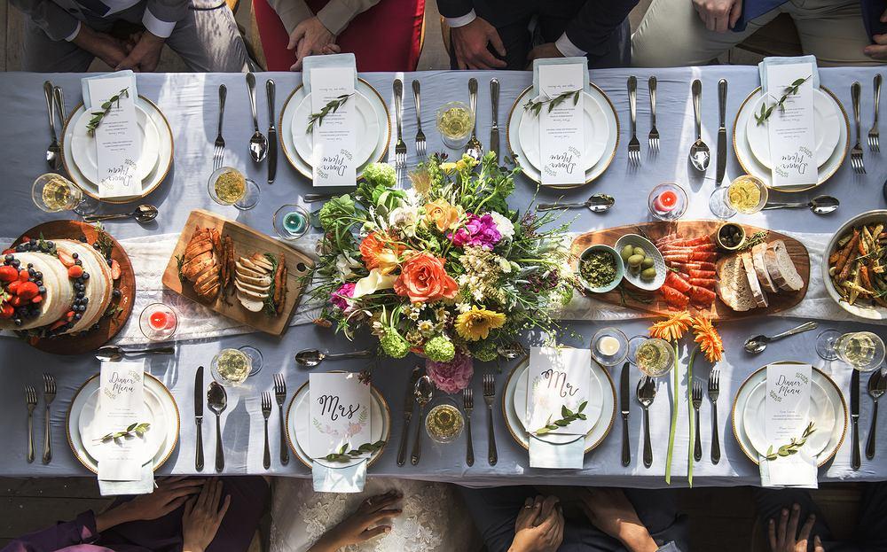 Menu weselne - propozycje dań na specjalną uroczystość. Zdjęcie ilustracyjne