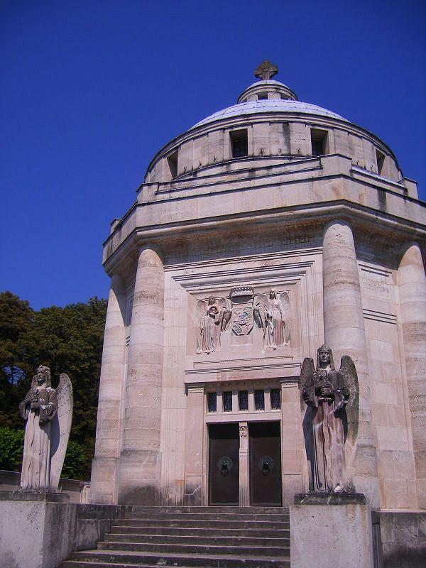 Słowackie zamki - marmurowe mauzoleum Andrássych / fot. Wikimedia - Szeder László