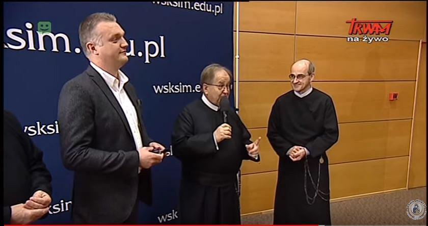 Szczepan Wójcik i o. Tadeusz Rydzyk. Wręczenie medalu Pro Ecclesia et Patria.