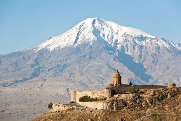 Armenia. Najpiękniejsze monastery, chaczkary i niezwykłe jezioro Sewan
