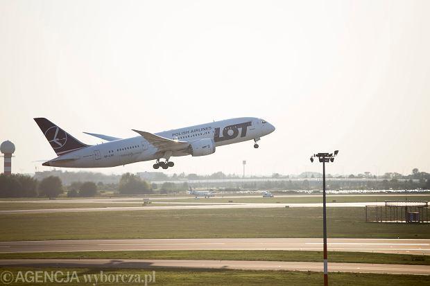 Znamy najbardziej punktualne linie lotnicze na świecie. LOT z roku na rok notuje coraz gorszy wynik