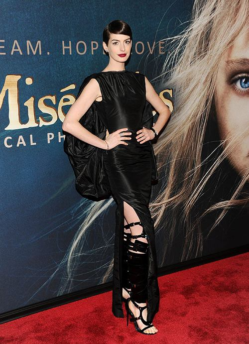 Anne Hathaway bez majtek