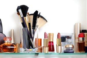 Wyjątkowo Perfekcyjna Pani domu: jak uporządkować łazienkowe półki? Redukujemy kosmetyki!